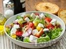 Рецепта Пъстра зелена салата с маслини и сирене фета